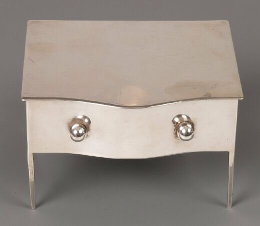 888: An Edwardian trinket box in the form of a table ra