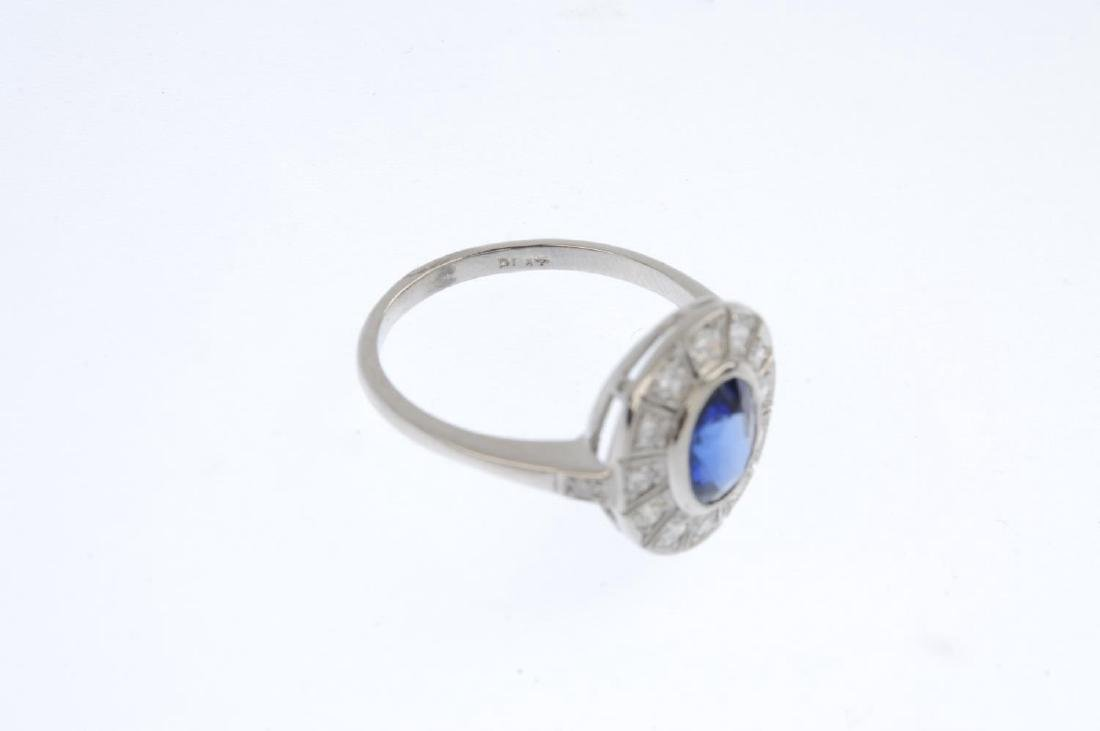 A sapphire and diamond cluster ring. The oval-shape - 3