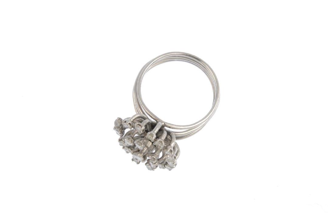 A diamond cluster ring. The single-cut diamond openwork - 2