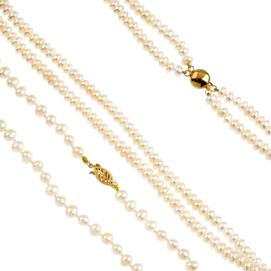 A selection of cultured pearl jewellery. To include two