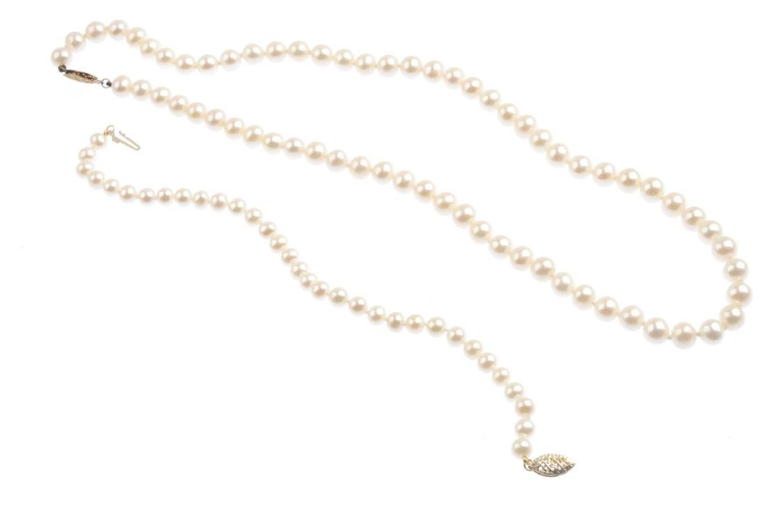 A selection of cultured pearl jewellery. To include two - 2