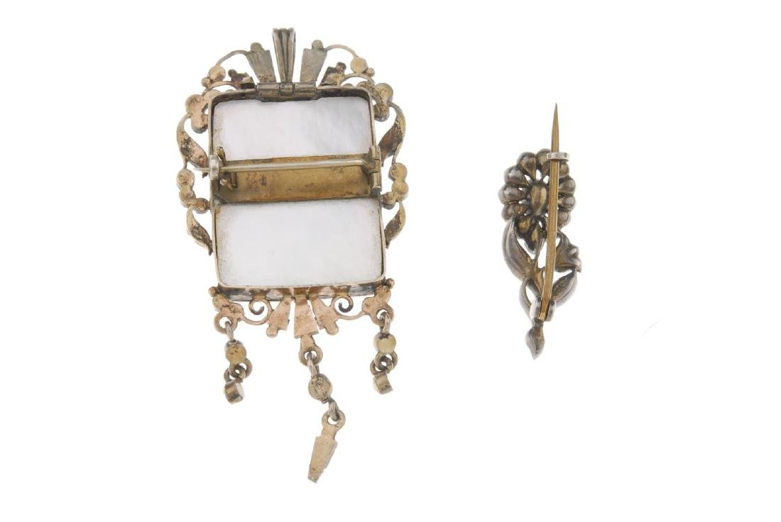 Two early 20th century silver brooches. The first in - 2