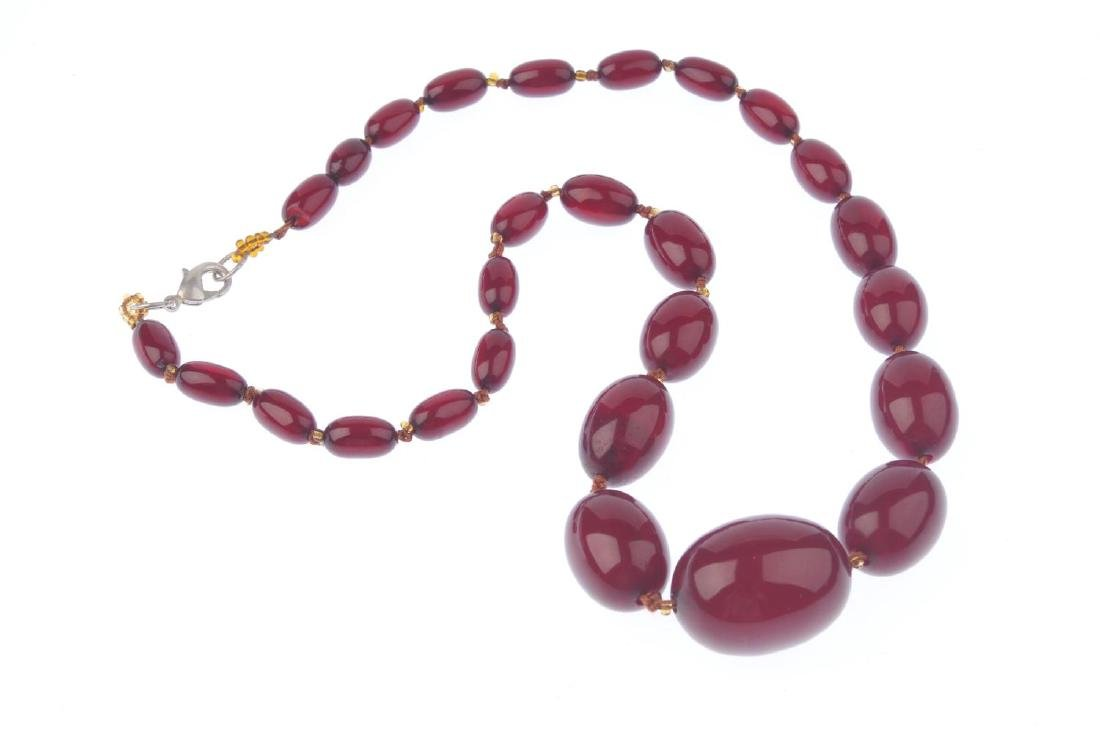 A bakelite bead necklace. Designed as twenty-seven - 3