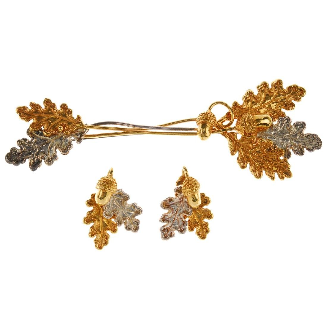A selection of costume jewellery. To include a pair of