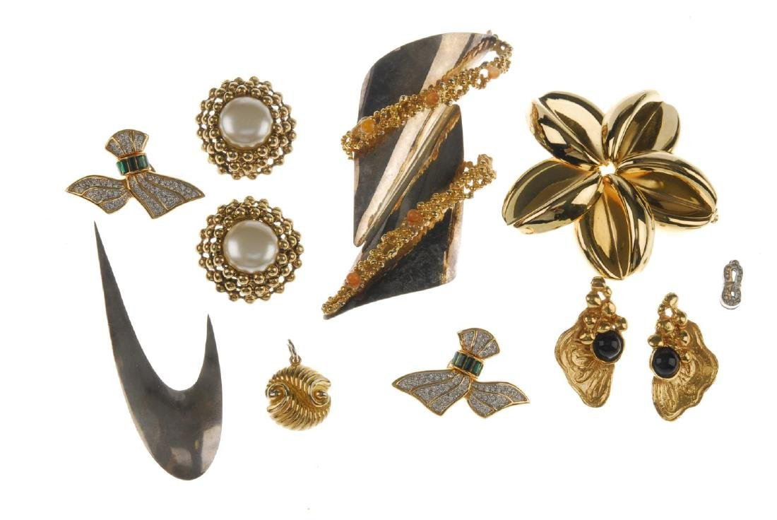 A selection of costume jewellery. To include a pair of - 3
