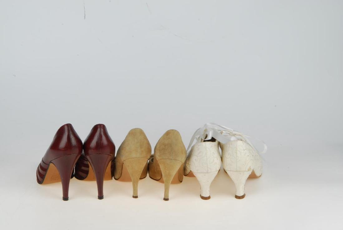 A selection of vintage shoes. To include three Anello & - 13