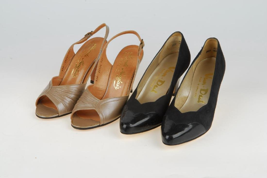 A selection of vintage shoes. To include three Anello & - 15