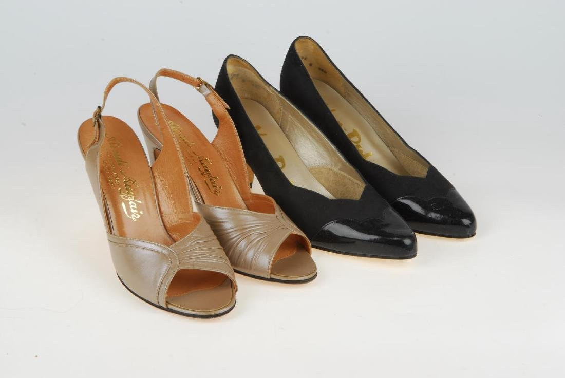 A selection of vintage shoes. To include three Anello & - 16