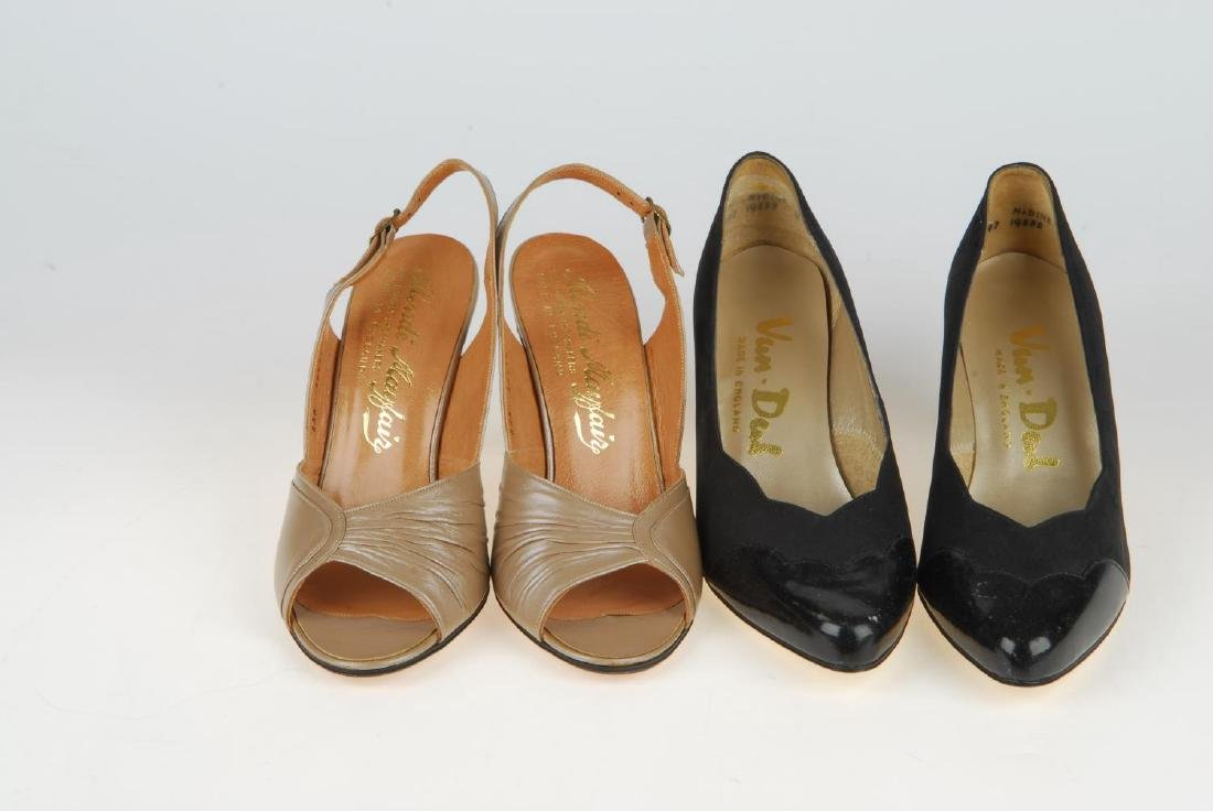 A selection of vintage shoes. To include three Anello & - 17