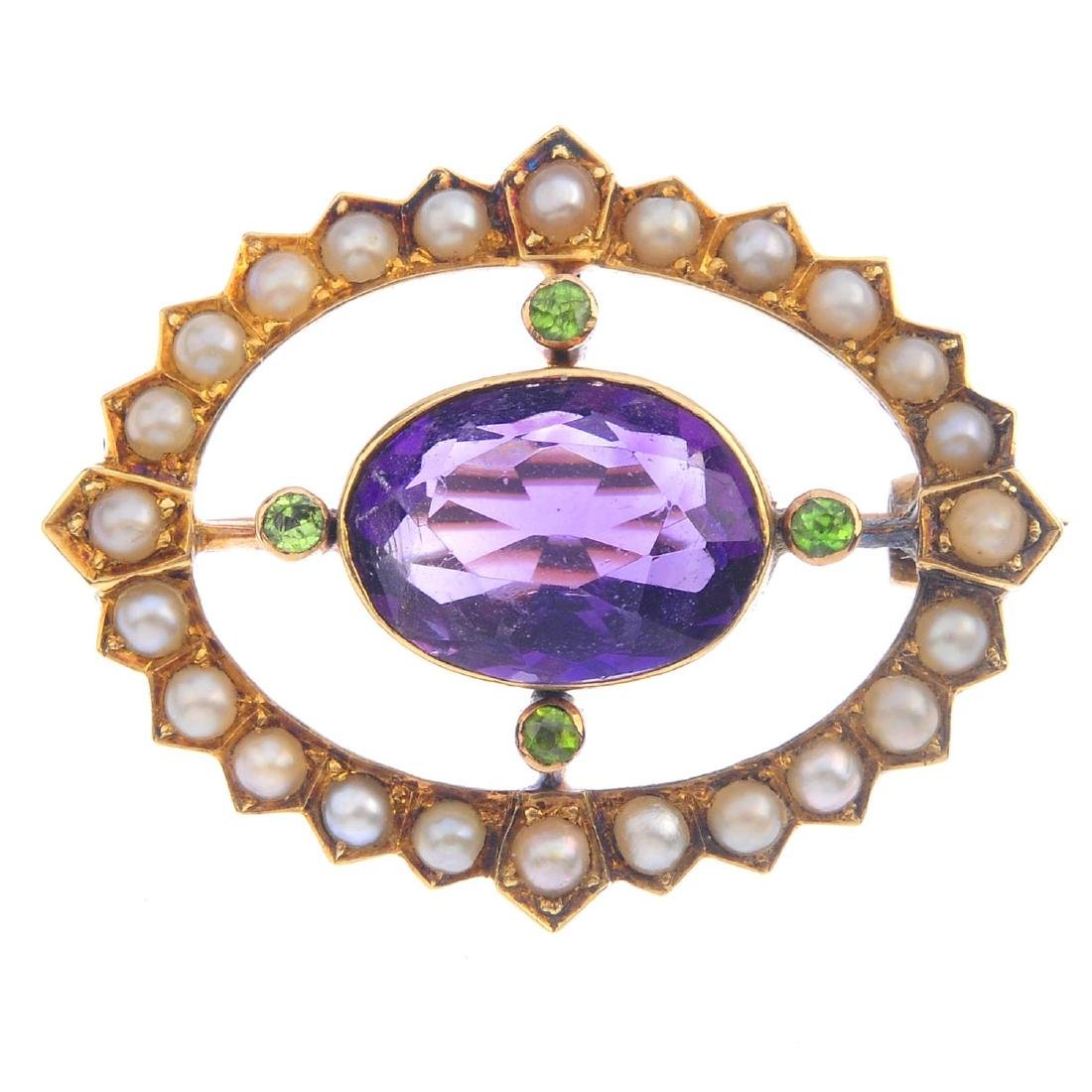 An Edwardian 15ct gold split pearl brooch. The