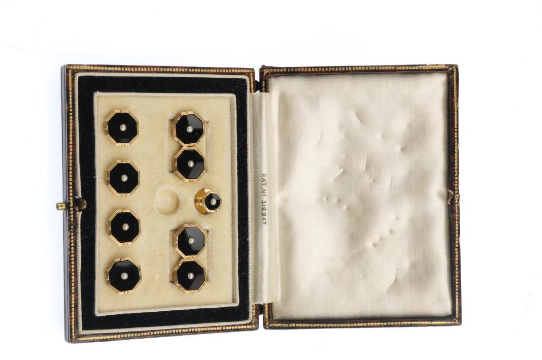 An early 20th century 18ct gold onyx and split pearl - 3