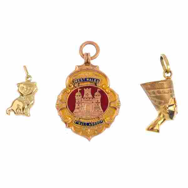 A selection of jewellery items. To include a gold