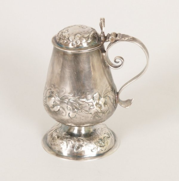 1278: Continental pedestal pot with lid, scrolling hand