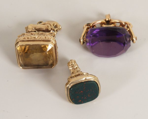 13: 9ct rose gold facetted purple stone swivel fob with