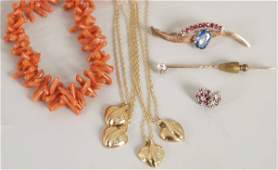 159: A small collection of jewellery to include four 9c