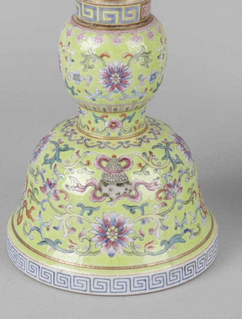 A pair of fine Chinese porcelain famille rose yellow - 2