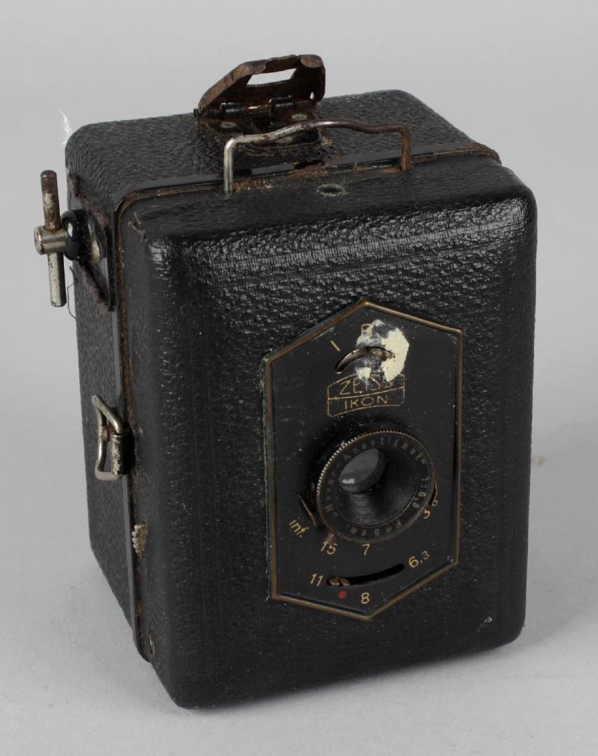 A Zeiss Ikon Baby Box Tengor vintage camera, 3.25 (8cm)