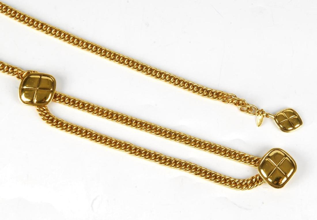CHANEL - a chain belt. Featuring a gold-tone chain with - 2