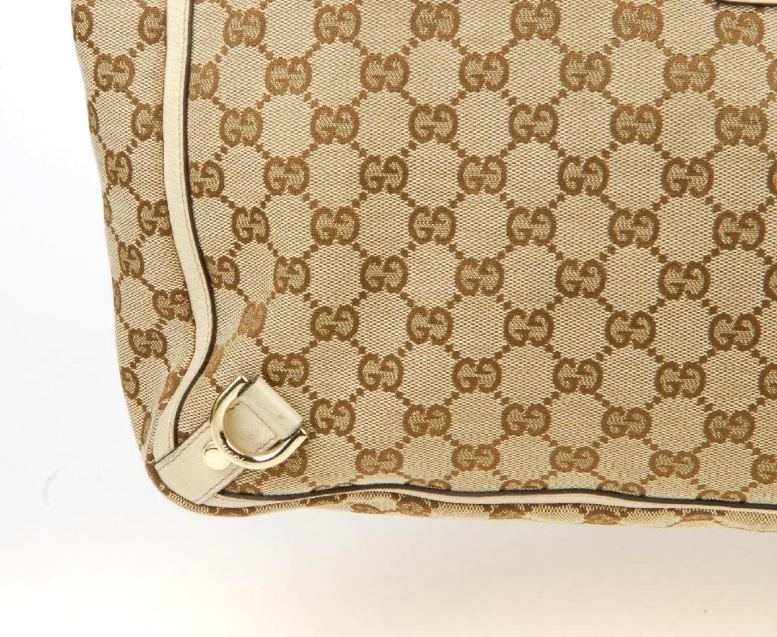 GUCCI - an Abbey handbag. Crafted of maker's GG beige - 3