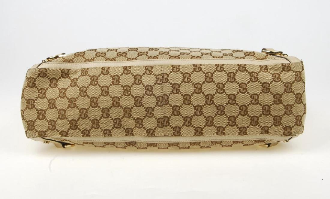 GUCCI - an Abbey handbag. Crafted of maker's GG beige - 5