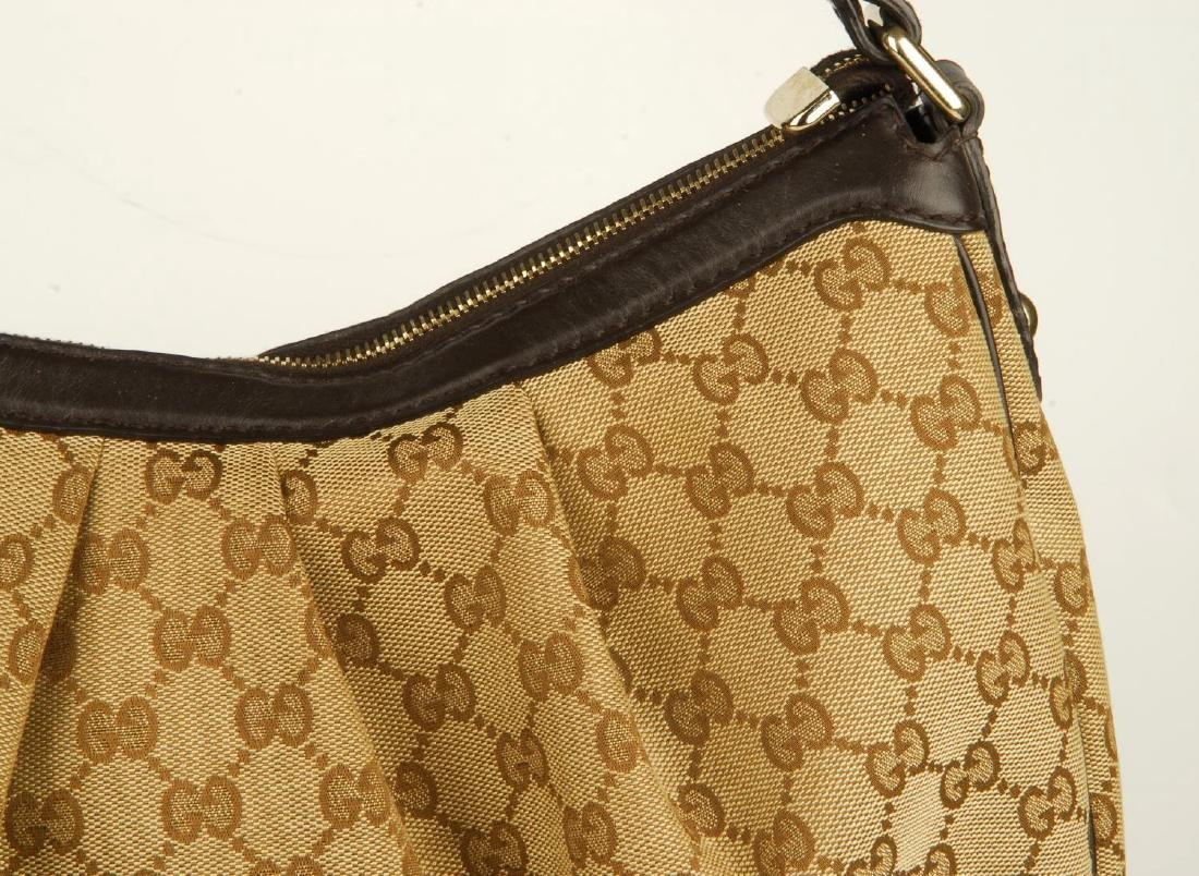 GUCCI - a handbag. Crafted from maker's classic beige - 3