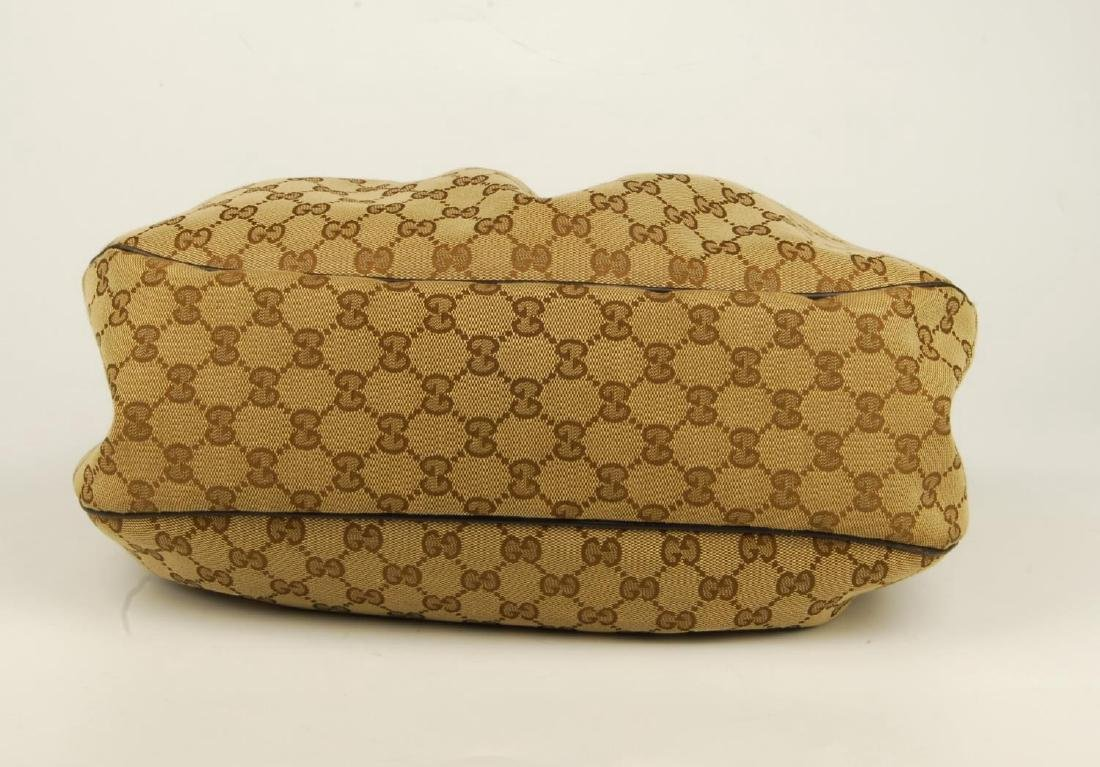 GUCCI - a handbag. Crafted from maker's classic beige - 5
