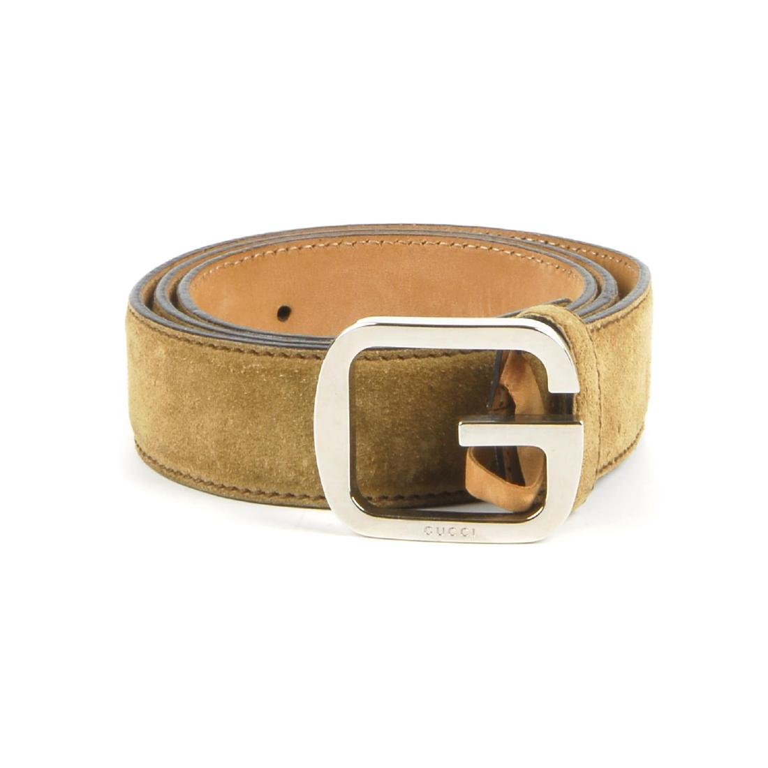 GUCCI - a suede belt. Crafted from beige suede, with a