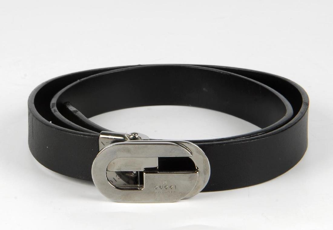 GUCCI - a black leather belt. Featuring a polished - 2