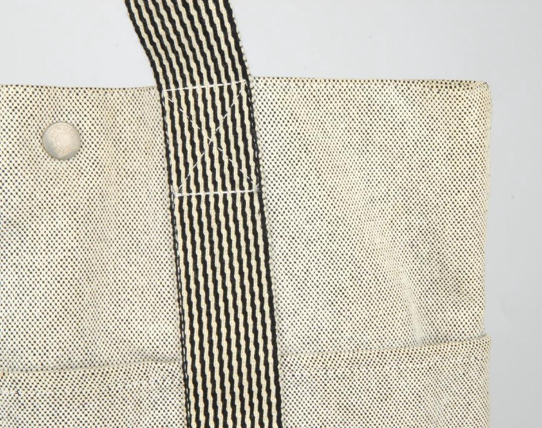 HERMÈS - two Fourre Tout canvas handbags. Both of a - 2