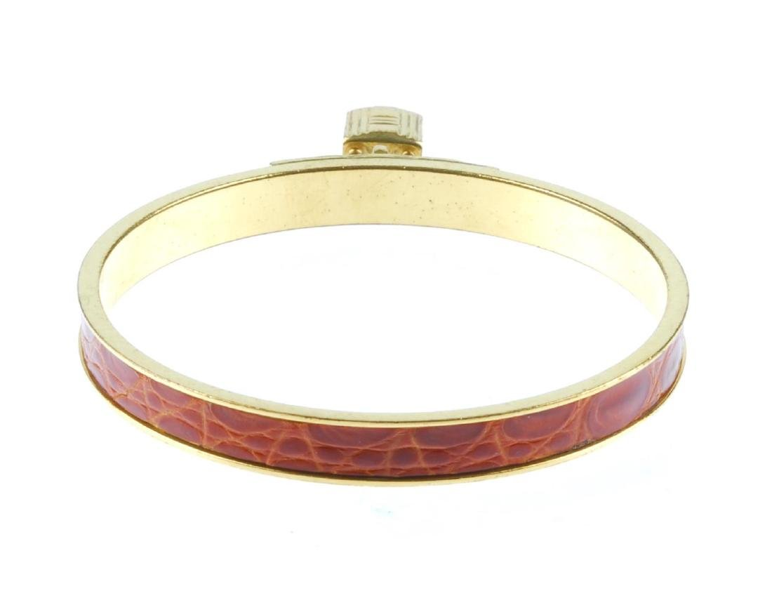 HERMÈS - a Kelly bangle. The circular gold-tone bangle - 3