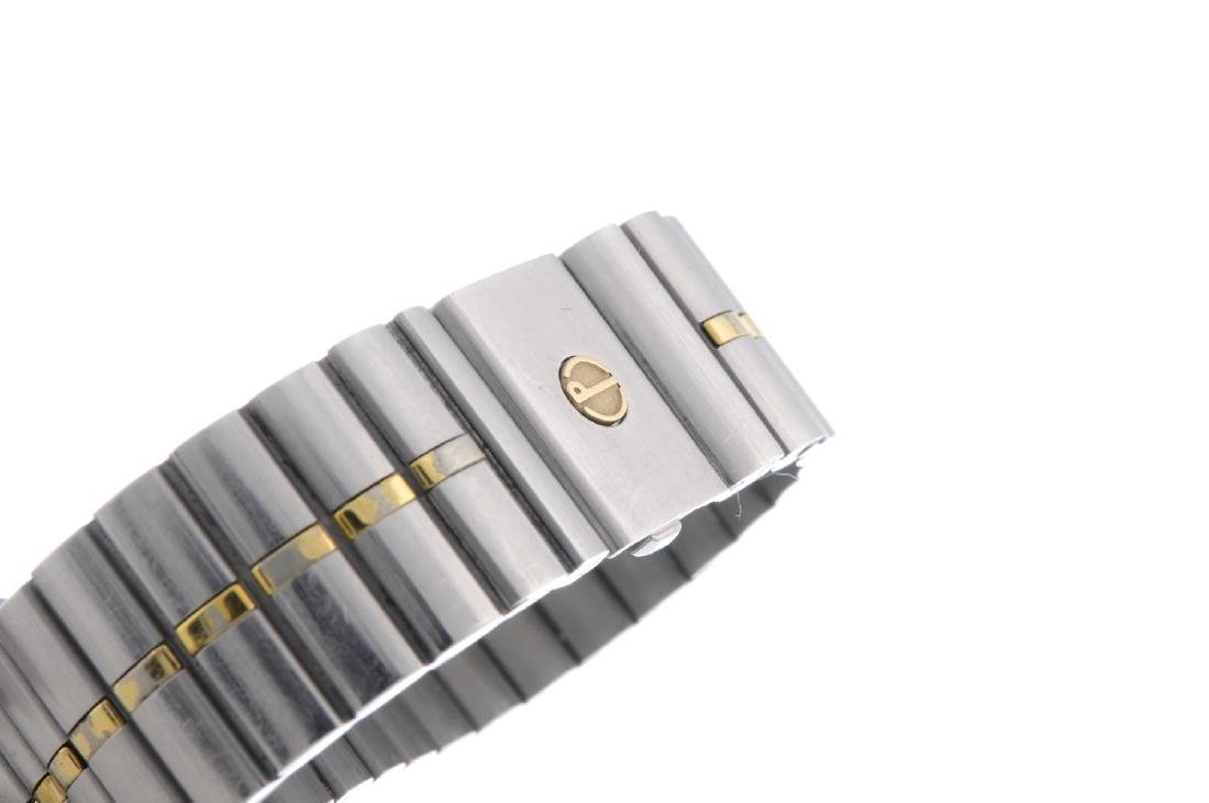 DUNHILL - a mid-size bracelet watch. Stainless steel - 4