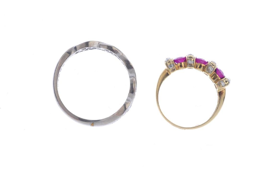 Two diamond and gem-set rings. To include an oval-shape - 2