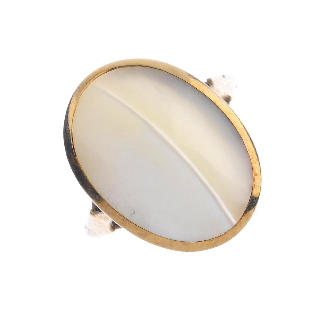 A 9ct gold mother-of-pearl ring. The oval