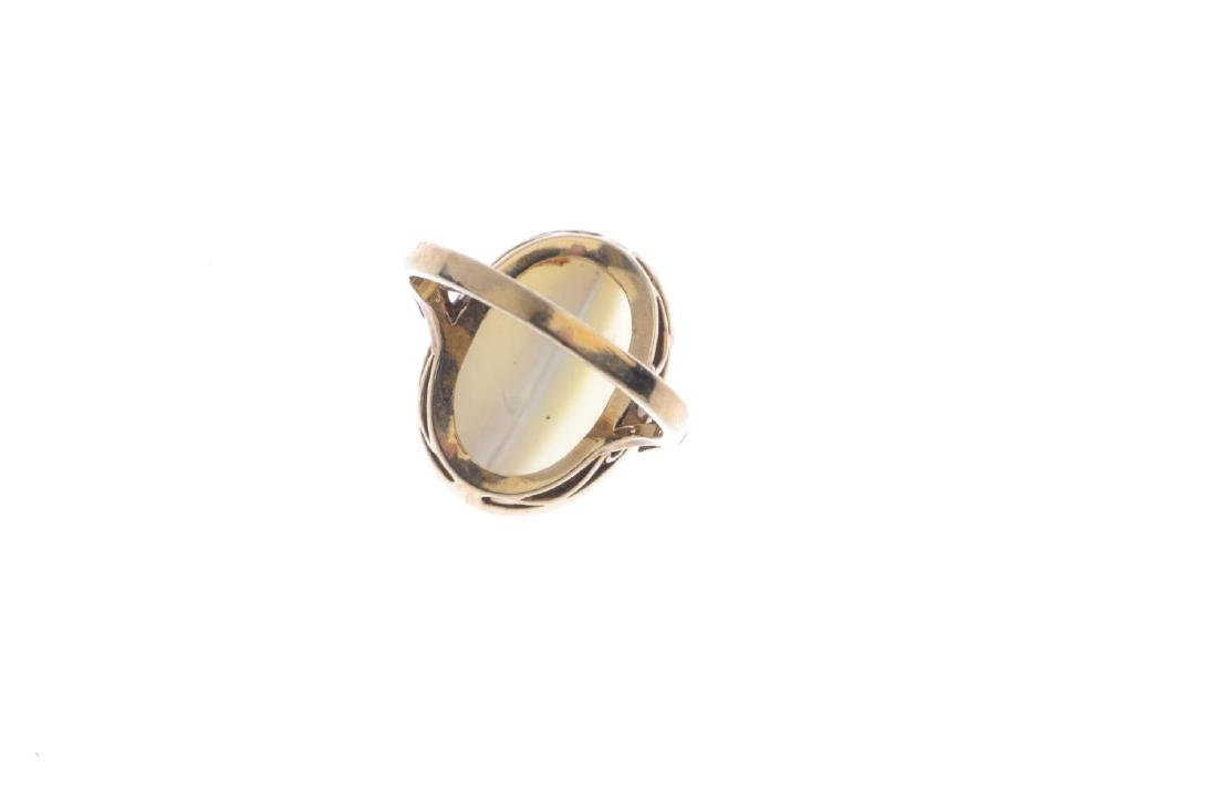 A 9ct gold mother-of-pearl ring. The oval - 3