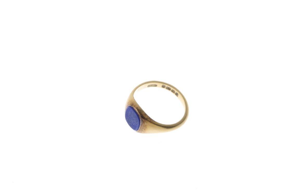 An 18ct gold lapis lazuli signet ring. The - 3