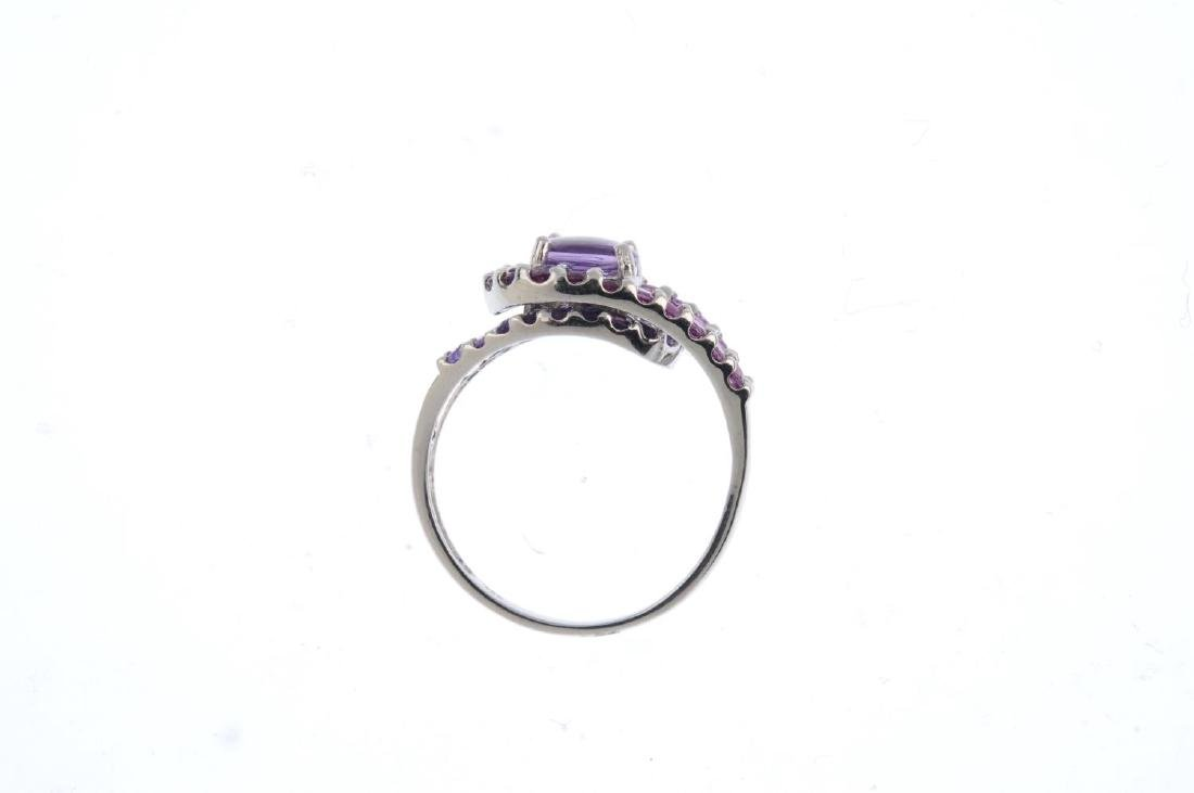 An amethyst dress ring. The fancy-cut circular-shape - 2