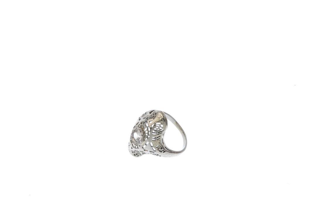 A zircon dress ring. The circular-shape zircon, within - 3