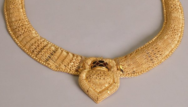 106: 22k gold middle eastern necklace, with a central b