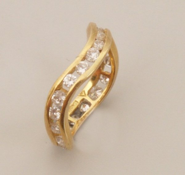 112: 18ct gold diamond full eternity ring in a shaped d