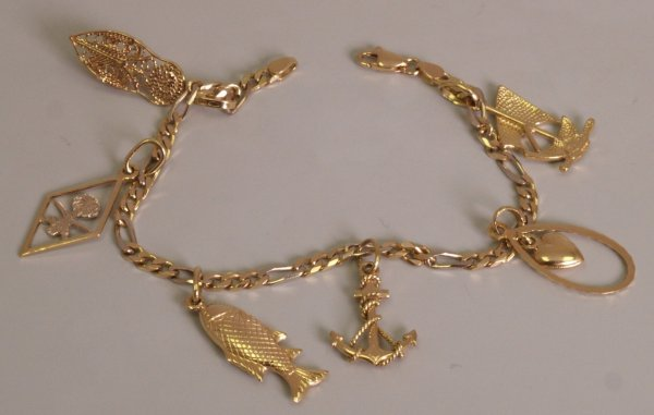 120: 18ct gold figaro link bracelet with six charms to
