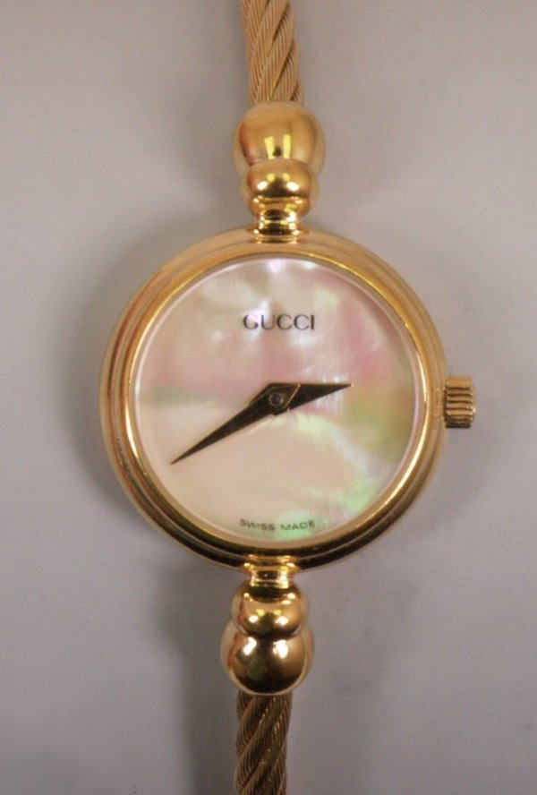2031:  GUCCI - a ladies gold plated watch, model 2700.2