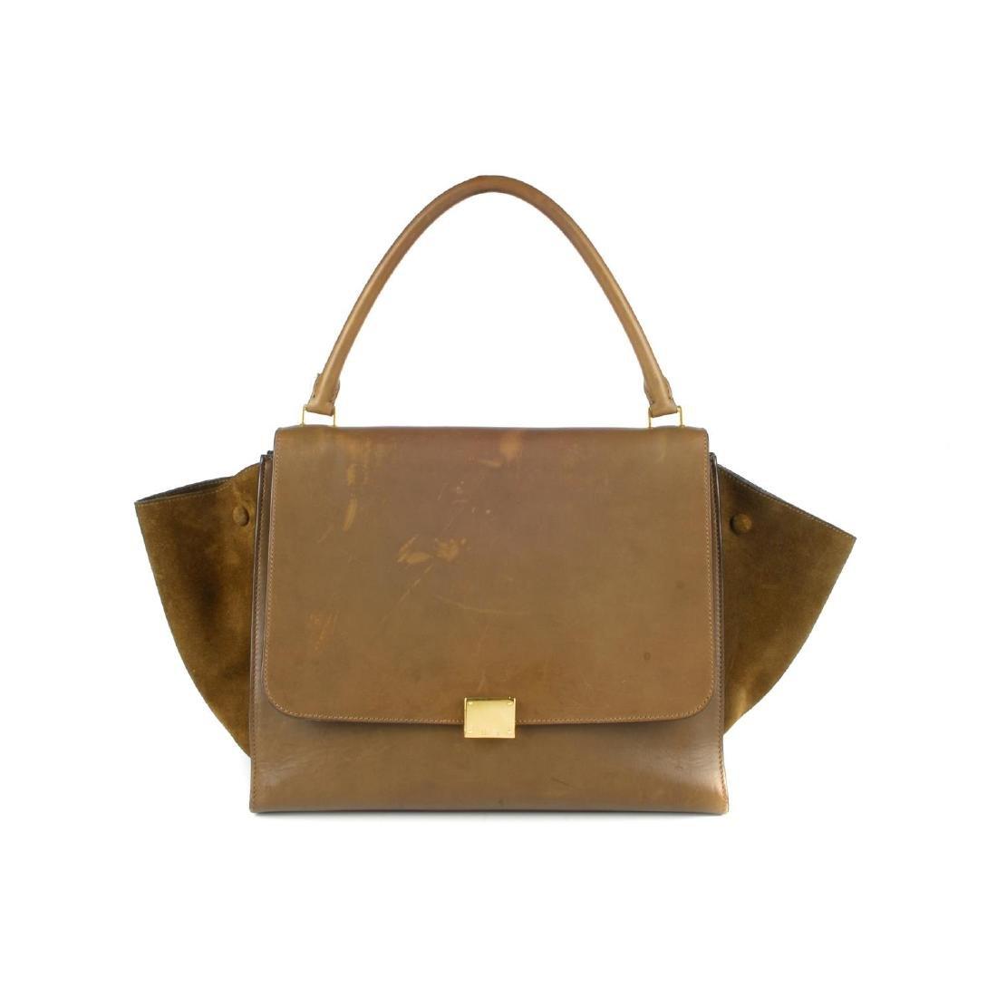 CÉLINE - a khaki leather Trapeze handbag. Featuring a