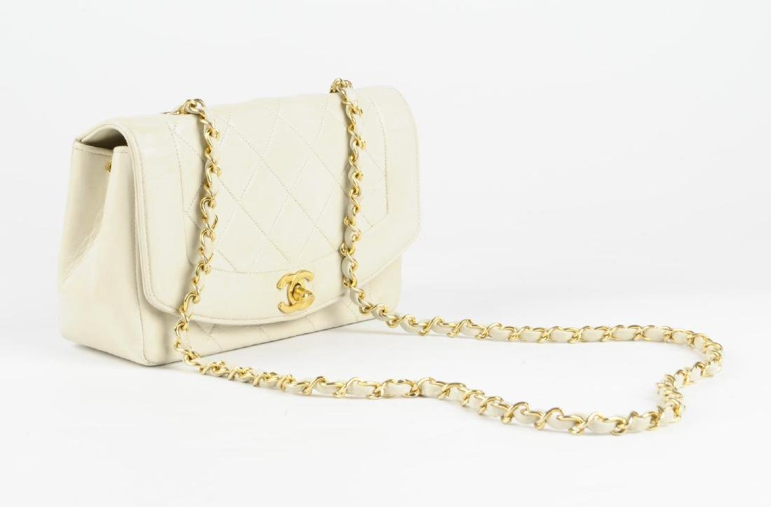 CHANEL - a vintage ivory lambskin leather handbag. - 3