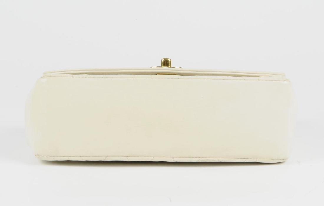 CHANEL - a vintage ivory lambskin leather handbag. - 5