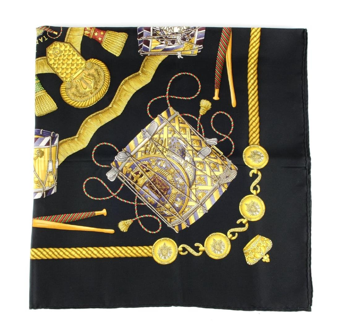 HERMÈS - a 'Les Tambours' scarf. Designed with gold - 2