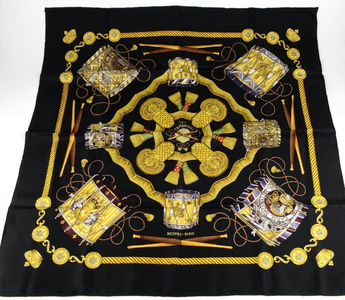 HERMÈS - a 'Les Tambours' scarf. Designed with gold - 3