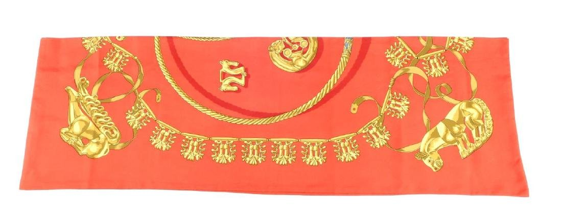 HERMÈS - a long 'Les Cavaliers d'Or' Maxi Twilly scarf. - 2