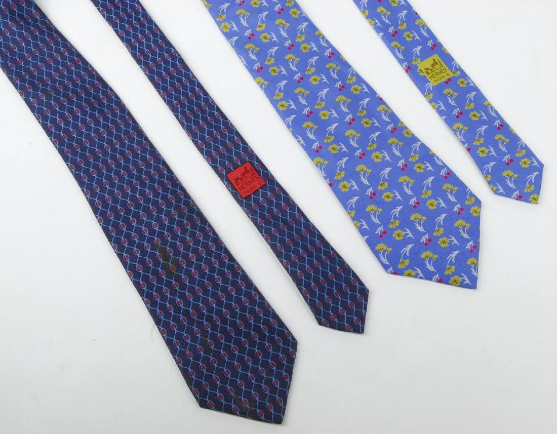 HERMÈS - two silk ties. Featuring a floral pattern of - 2