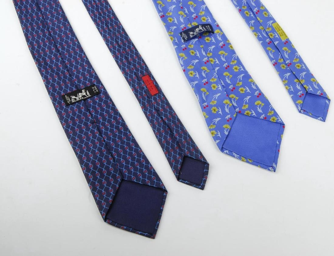 HERMÈS - two silk ties. Featuring a floral pattern of - 3