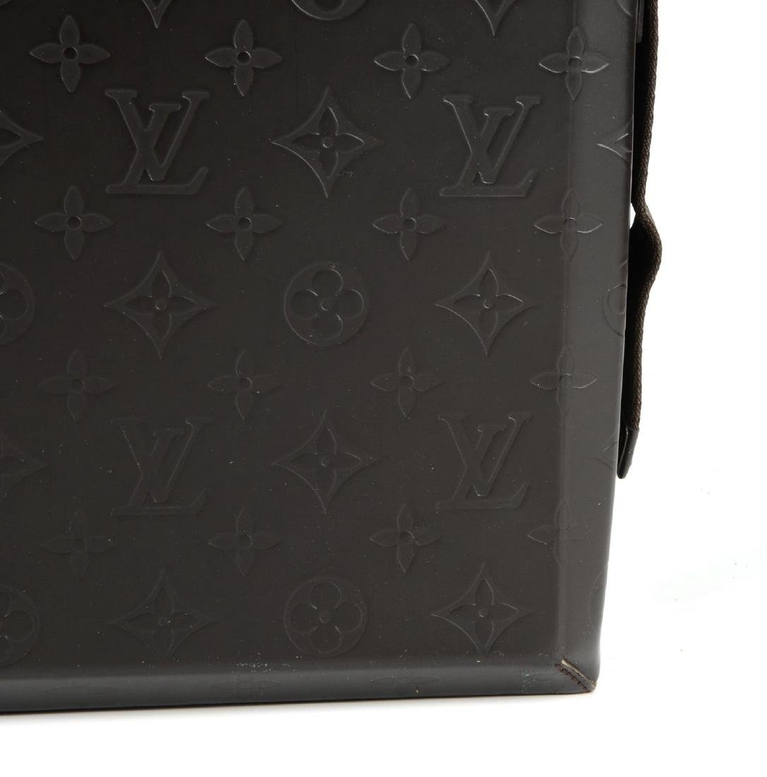 LOUIS VUITTON - a Monogram Steve Cafe messenger bag. - 2